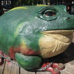 Large green bull frog mini golf decor